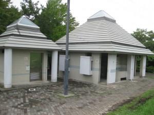 村国山西側トイレ