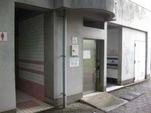 管理棟裏トイレ